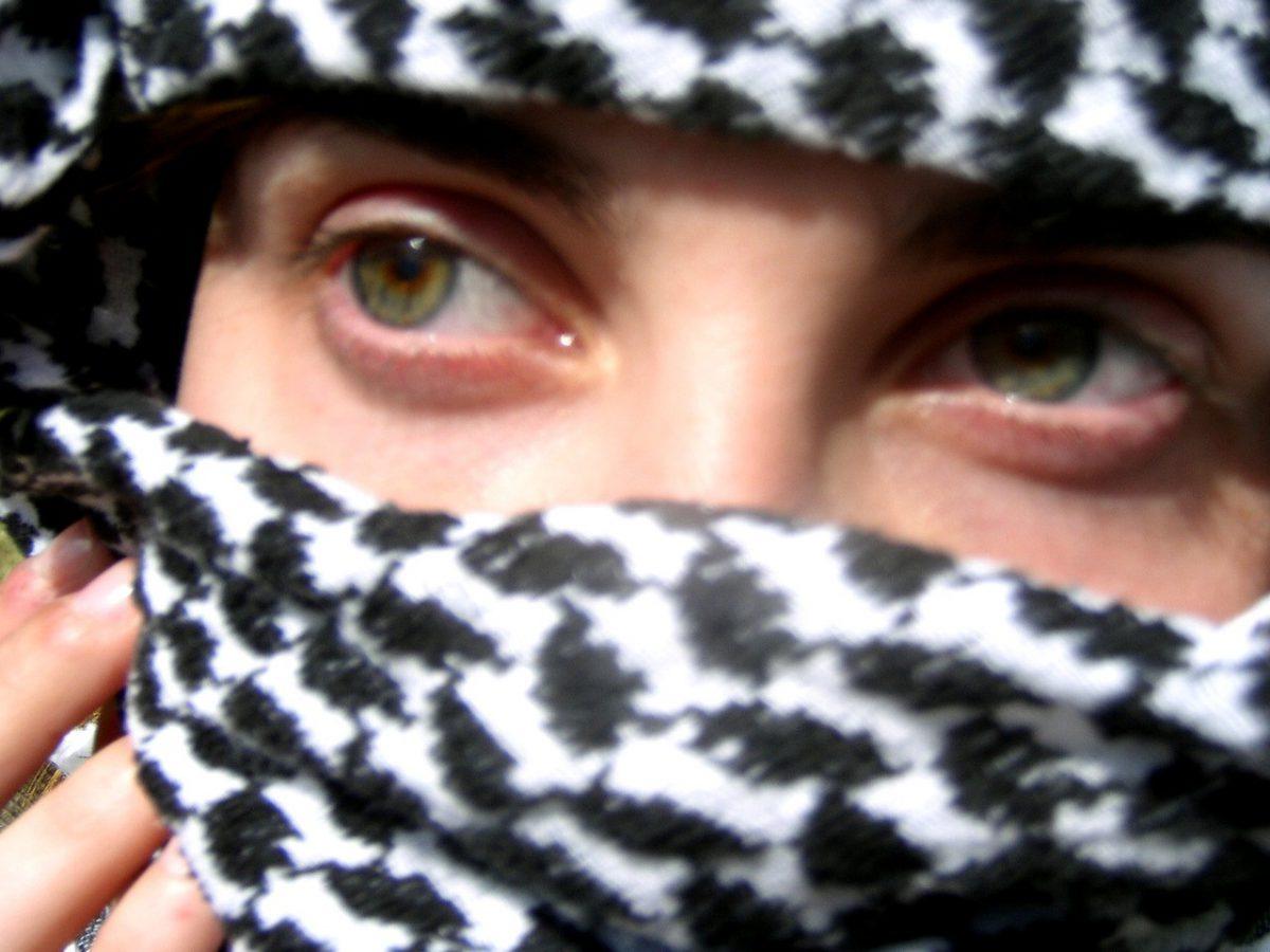 Czym są chusty, w których chodzą Arabki po europejskich ulicach?