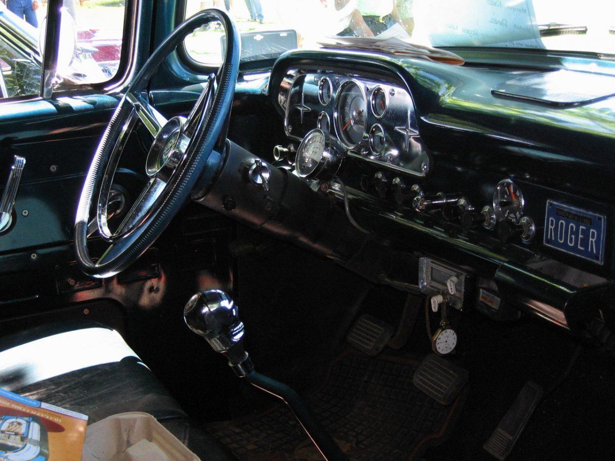 Marka auta a silnik